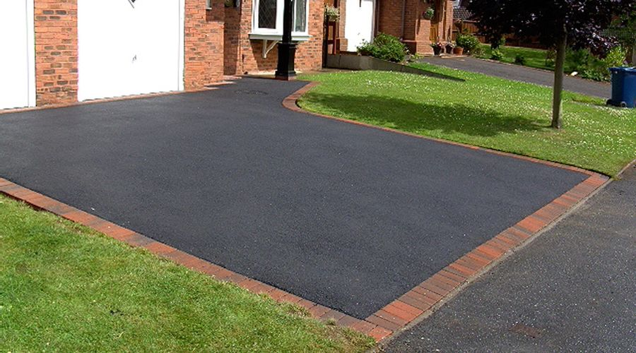 recent project for tarmac driveways in Woodley
